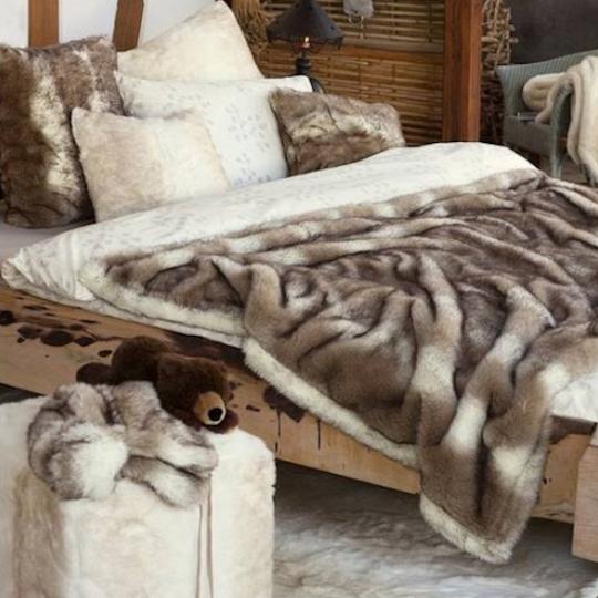Winter Home Fellimitat Sitz-Hocker Lynx 40x40x47 cm Weiss mit Punkten
